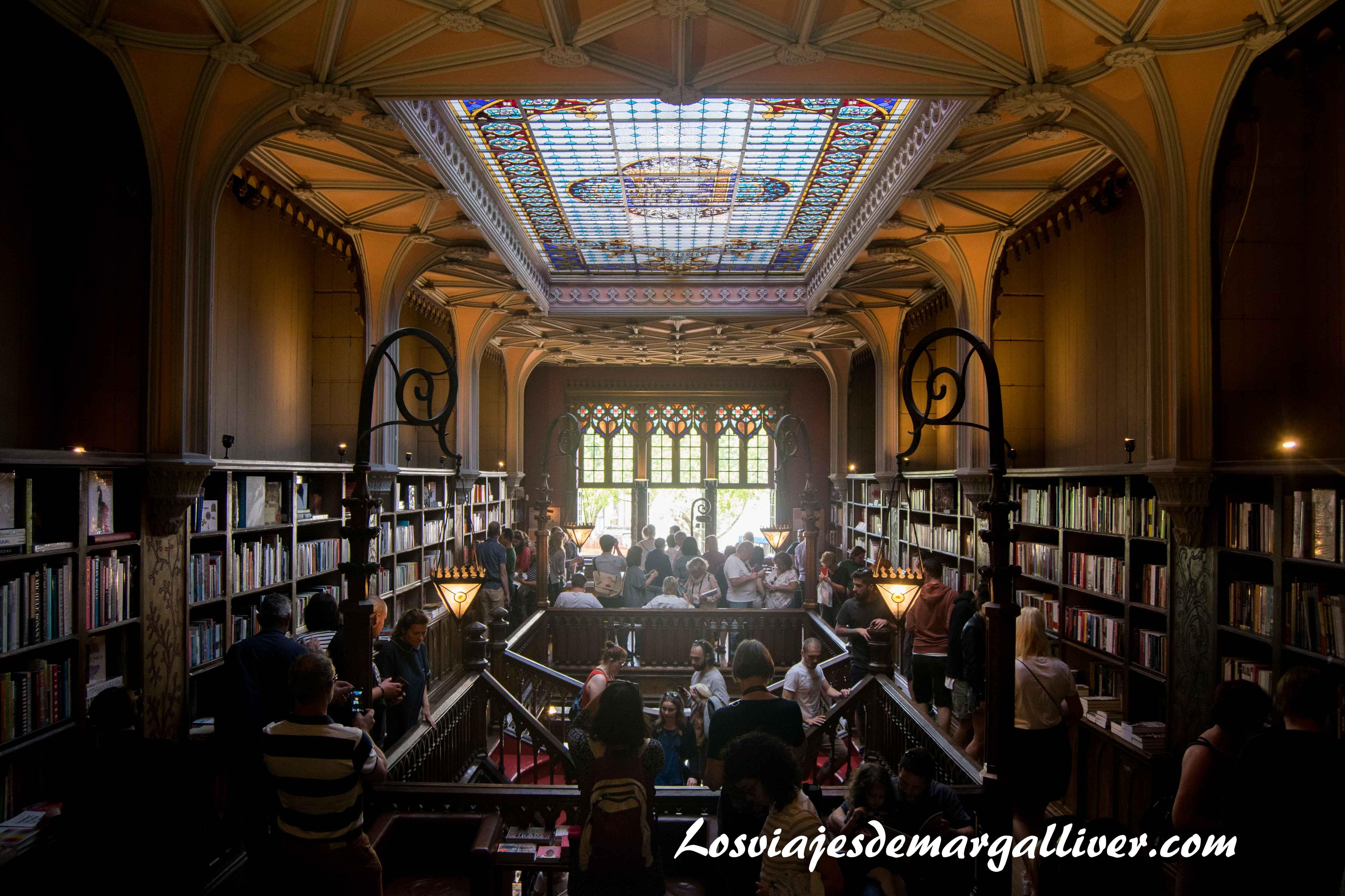 Planta de arriba de la libreria Lello e Irmao en Oporto - Los viajes de Margalliver que ver en Oporto